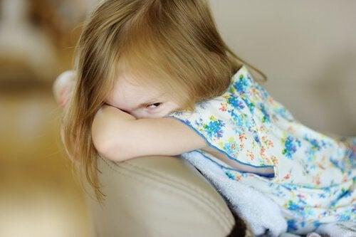 Psychopathie infantile : symptômes, causes et traitement