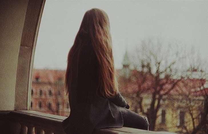 femme souffrant du syndrome de solitude chronique