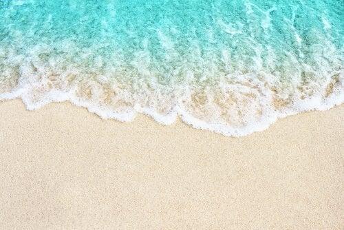 la métaphore des vagues sur la plage
