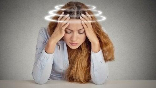 L'anxiété provoque des vertiges fréquents: comment solutionner ce problème?