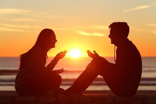 couple qui parle et applique les conseils du bouddhisme