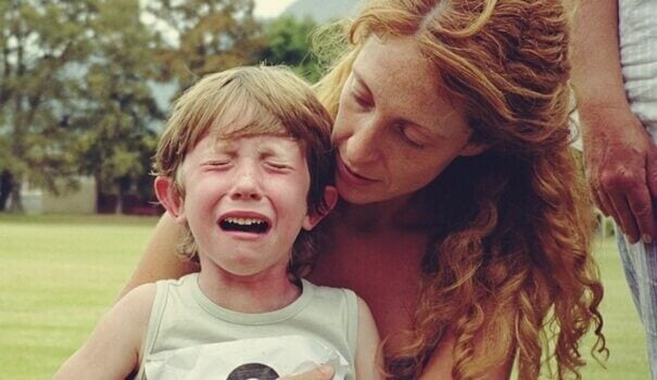 enfant ayant besoin des soins de premiers secours