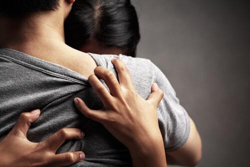 3 signaux qui indiquent l'insécurité en amour