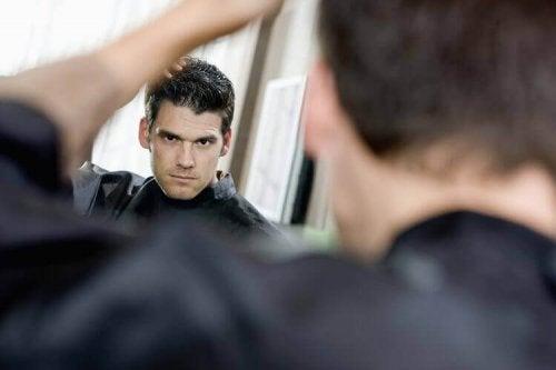 le chaos joue en faveur des personnes narcissiques