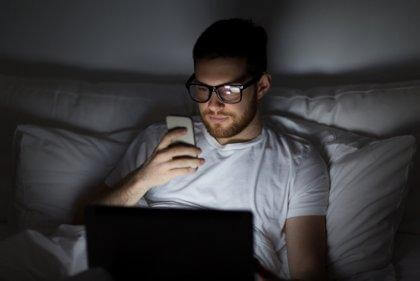 sur-stimulation du cerveau causant l'insomnie numérique