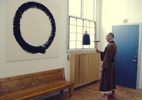 moine devant enso