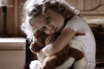 Qu'est-ce qui se cache derrière un enfant hyperactif : des traumas ou un stress infantile ?