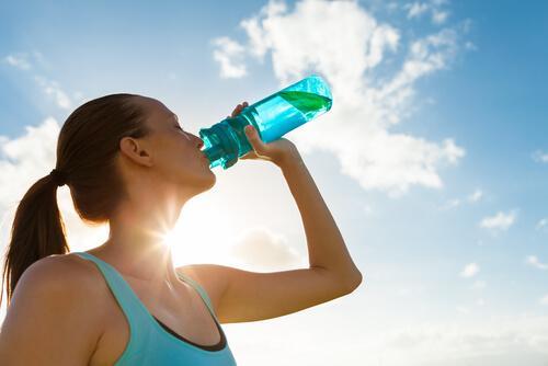 5 raisons pour lesquelles vous devez boire de l'eau