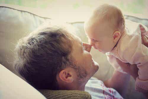 La communication des bébés avec les adultes