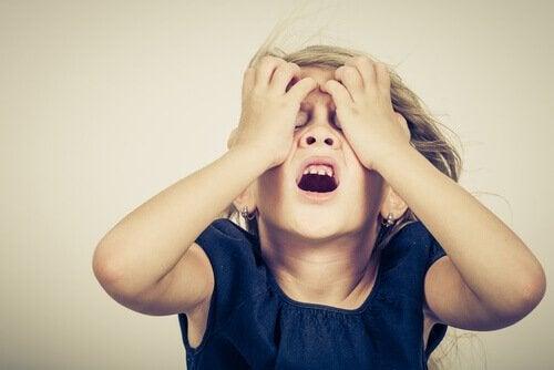 petite fille avec trouble panique