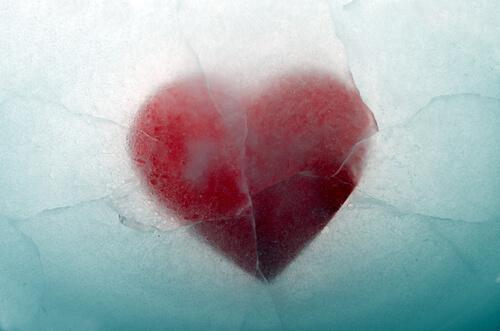 coeur sous la glace représentant les problèmes émotionnels