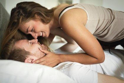comportement sexuel d'un couple au lit