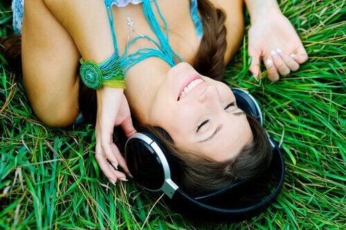 état de flux : fille qui écoute de la musique