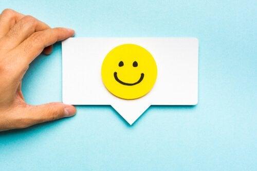 visage souriant et branding émotionnel