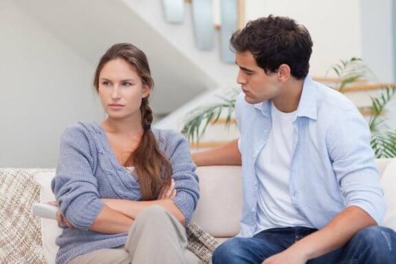 nuire aux relations de couple par des insinuations