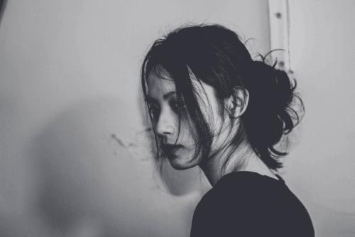 femme touchée par une double dépression