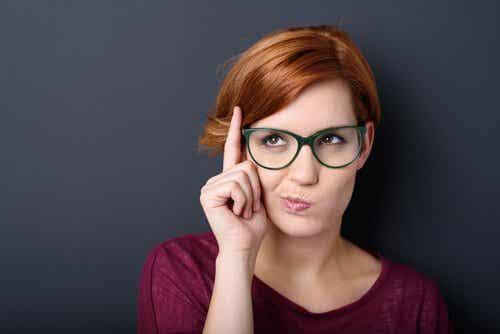 Langage non verbal : 4 gestes de vos lèvres qui vous trahissent