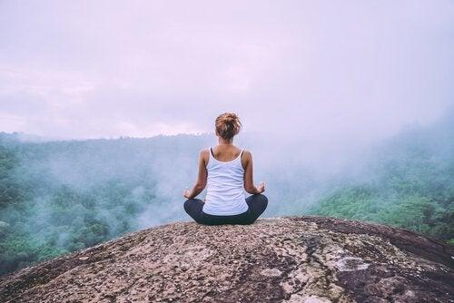 méditation à la montagne