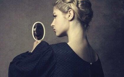 personne narcissique