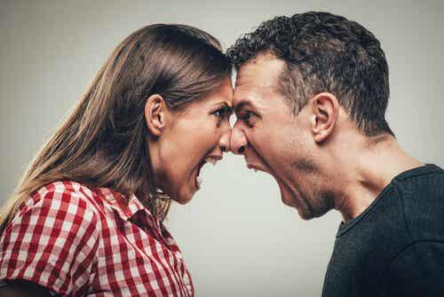 Comment la psychologie explique-t-elle les comportements agressifs ?