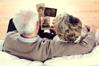 La thérapie par réminiscence, ou la guérison par les souvenirs et les émotions