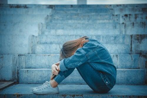 femme ayant un comportement suicidaire