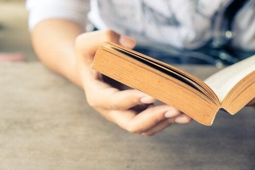 la lecture d'un roman fait partie des situations qui changent le cerveau