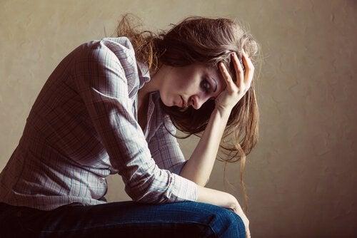 femme souffrant d'androphobie