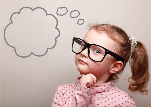 enfant pensant au délai de gratification