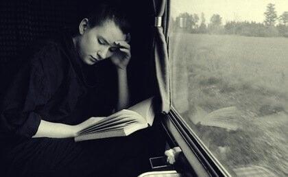 Quels sont les avantages de la lecture en voyage ?