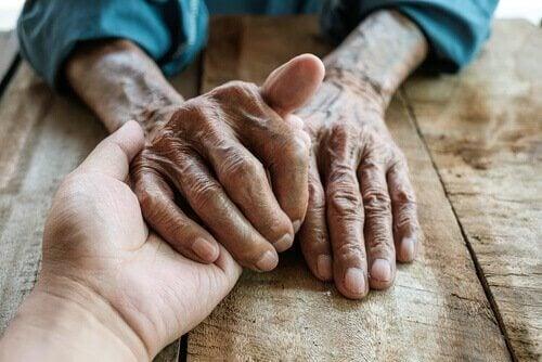 la thérapie par réminiscence permet aux personnes âgées de trouver la paix intérieure