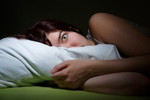 Hallucinations hypnagogiques et paralysie du sommeil