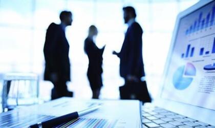 si vous devez diriger des groupes et des équipes, faites en sorte de fluidifier la communication et de la rendre le plus efficace possible