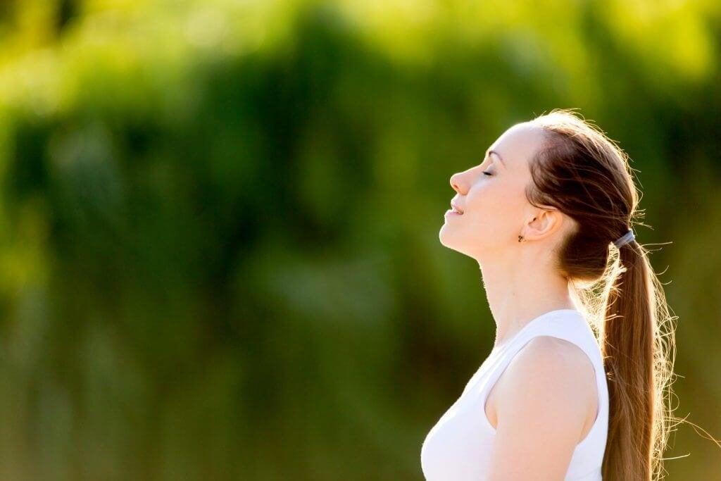 femme en paix car elle sait exprimer ses émotions