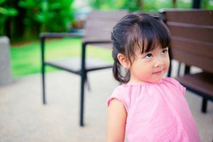 apprentissage d'une petite fille