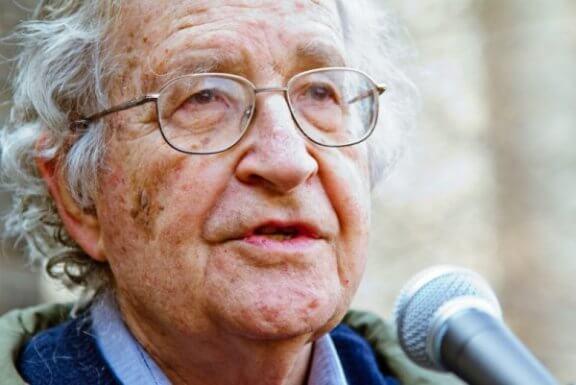 La post-vérité et les fake news selon Noam Chomsky