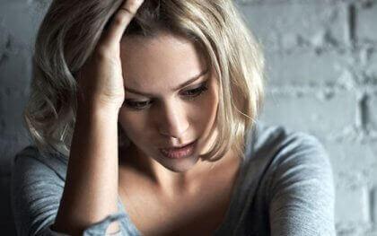 femme souffrant d'anxiété adaptative