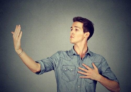 homme narcissique et mégalomane
