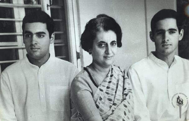 Indira Gandhi et ses deux fils