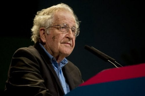 Noam Chomsky et la post-vérité
