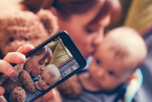 Sharenting, le risque d'exposer ses enfants sur les réseaux sociaux