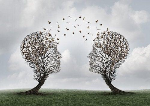 Carl Hovland: biographie et étude sur la communication persuasive