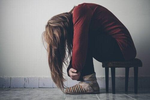 femme droguée à cause d'une épidémie d'opiacés