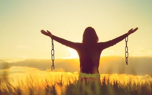 Accepter les émotions négatives peut-il vous rendre plus heureux?