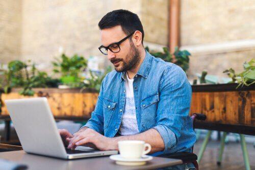 Les pour et les contre du travail à distance : vous rend-il indépendant ou vous isole-t-il ?