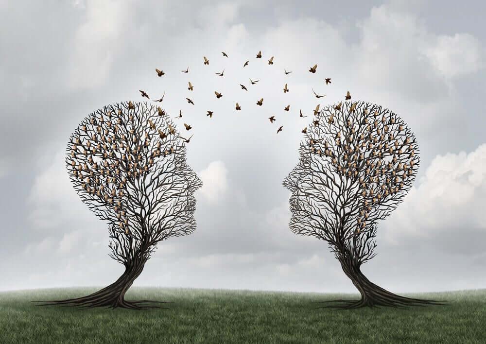 oiseaux volant entre deux arbres en forme de tête