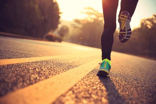 courir sur une route différente