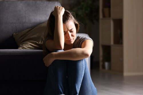 femme triste souffrant de troubles de l'alimentation