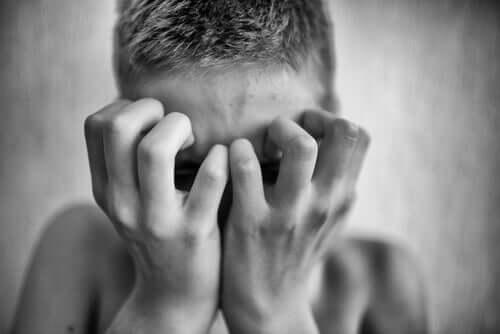 Qu'est-ce-que la paranoïa et pourquoi nous fait-elle du mal?