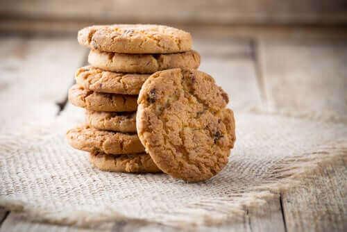 Une pile de biscuits